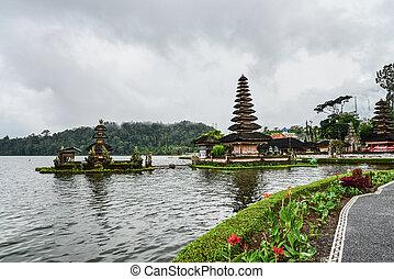 Pura Ulun Danu Bratan, Hindu temple