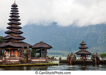 Pura Ulun Danu Bratan, Hindu temple on lake, Bali