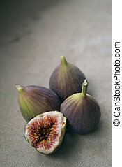 purple figs - three figs and a slice