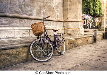 Purple vintage bicycle in an iconic old street of Cambridge