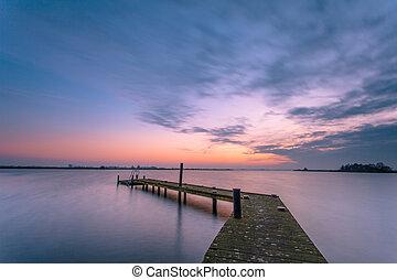 purpurowy, na, jezioro, cichy, zmierzch