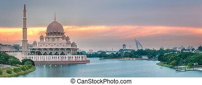 Putra Mosque with dramatic sky Putrajaya, Malaysia - Putra...