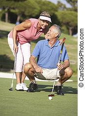 putt, golfen, futter, paar, auf, kurs, grün, älter, golf
