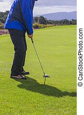 Putting a golfball
