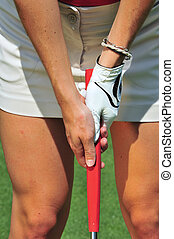 Putting Grip - A lady golfer demonstrating a good putting ...