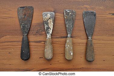 Putty knifes