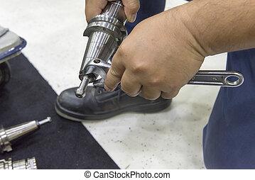 puxar, holder., ferramenta, tentar, máquina, cnc, salpique, técnico, reparar, mudança
