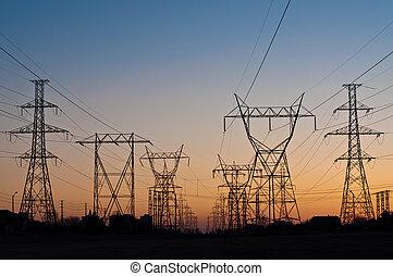 pylons), 伝達は そびえている, 電気である, (electricity, 日没