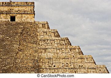Pyramid in Chichen Itza, Yucatan, Mexico - Pyramid in...