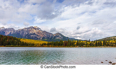 Pyramid Mountain in Jasper - Patricia Lake with Pyramid ...