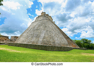 Pyramid of the Magician (Piramide del adivino) in ancient Mayan city Uxmal, Mexico