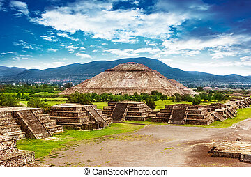 Pyramids of Mexico - Pyramids of the Sun and Moon on the...