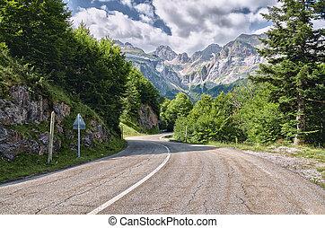 Pyrenees Mountains Landscape - Amazing landscape at the ...