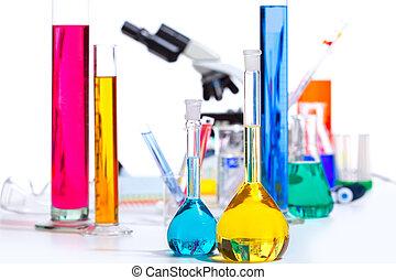 químico, científico, laboratorio, llenar, probeta, frasco