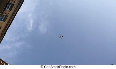 quadcopter, bleu, ensoleillé, ciel, day., droneflying, petit
