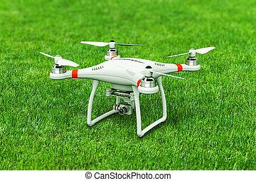 quadcopter, bourdon, appareil photo, vert, 4k, vidéo, herbe