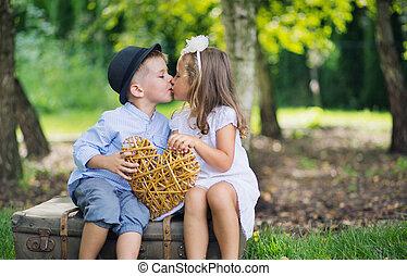 quadro, crianças, cute, dois, outro, cada, beijando, multa