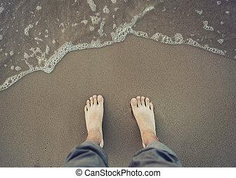 quadro, de, macho, pé nu, perto, a, água mar