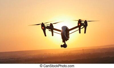 Quadrocopter drone with remote control. - quadrocopter drone...