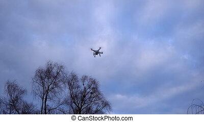 quadrocopter, fliegendes, in, der, sky.