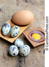 Quail eggs and brown eggs