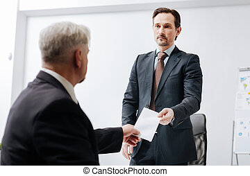 Qualified employee giving a dismiss notification to the employer