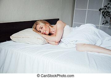 quarto, loiro, manhã, mulher bonita, cama