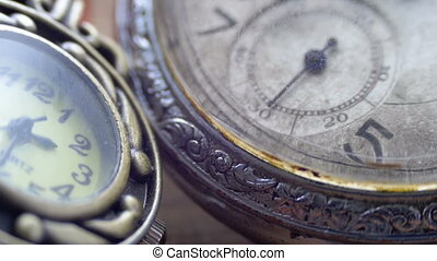 Quartz and mechanical clocks - Quartz and mechanical vintage...
