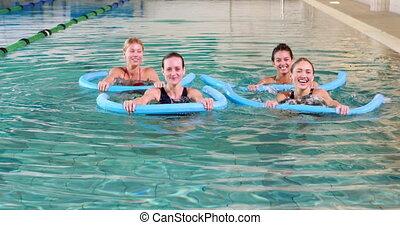 quatre, aérobic, femmes, smil, eau