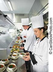 quatre, chefs, occupé, fonctionnement, cuisine