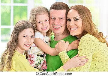 quatre, debout, famille, heureux
