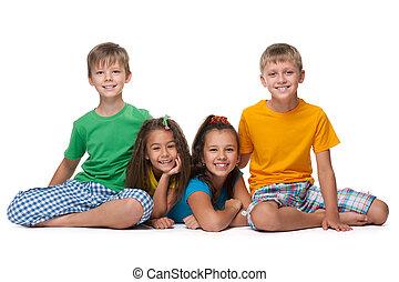 quatre enfants, heureux