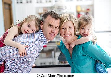 quatre, joyeux, famille, cuisine
