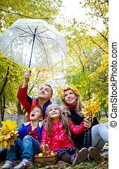 quatre, parapluie, stupéfié, famille, sous