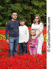 quatre personnes, fleurir, parc, famille