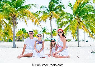 quatre, plage blanche, famille