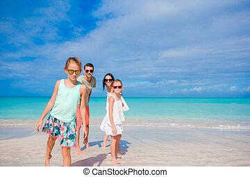 quatre, plage blanche, famille, heureux