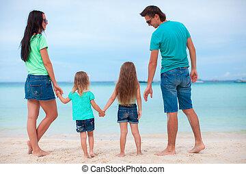quatre, plage, famille, heureux