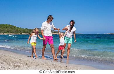 quatre, vacances plage, famille, heureux