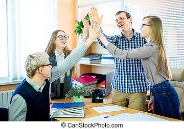 quatro, empregados, dar, um ao outro, cinco