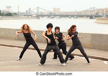 quatro meninas, em, mesmo, preto veste, dançar, ligado,...