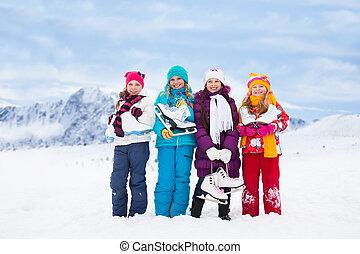 quatro meninas, junto, patins gelo