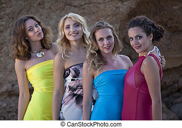 quatro meninas, vestidos, feliz