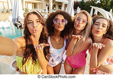 quatro mulheres, encantador, swimwear, jovem