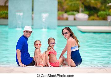 quatro, piscina exterior, natação família