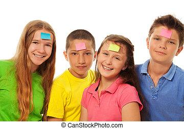 quattro, bambini, con, adesivi, su, fronte