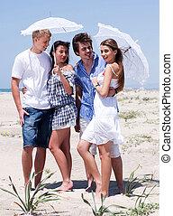 quattro, couples, spiaggia, romantico