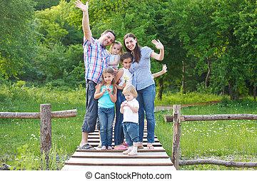 quattro, felice, giovane famiglia, bambini