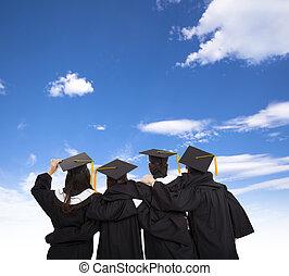 quattro, laureato, studenti, guardando cielo