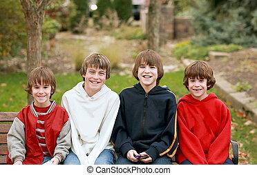 quattro, ragazzi, sorridente